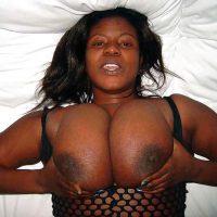 Régine MILF gabonaise aux grosses mamelles