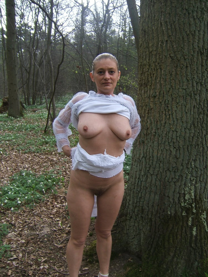 judie blonde exhib adore baiser dans les bois