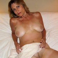 Laurence superbe milf veut se faire lécher les seins