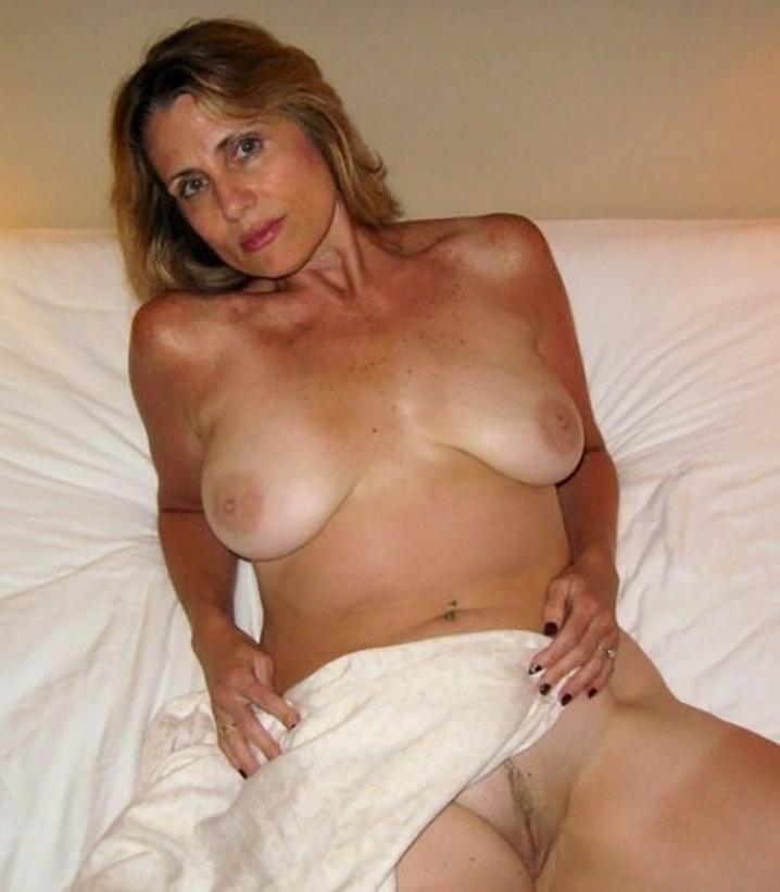laurence superbe milf veut se faire lecher les seins