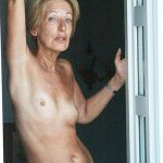 Line vieille blonde petits seins dispo pour jeune