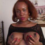 Marie-Françoise cougar black veut se faire bouffer les nichons