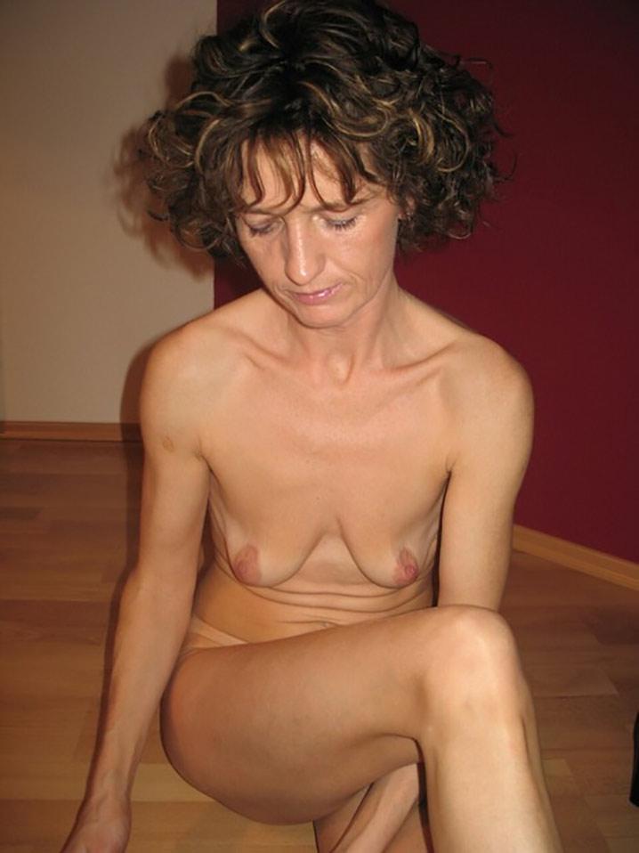 babeth cochonne brune seins minuscules appetit sexe